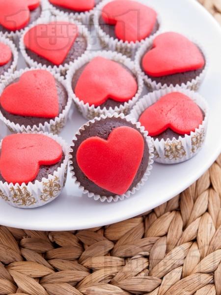 Шоколадови мини мъфини за Свети Валентин - снимка на рецептата
